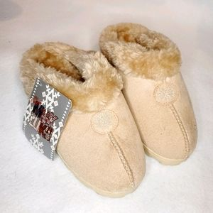 NWT! Muk Luks Natural Cream Size 5.5 Slippers
